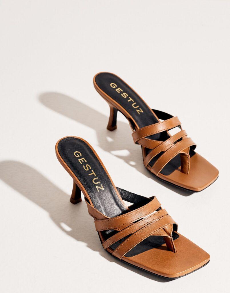 lågklackade, trendiga skor med fyrkantig tå