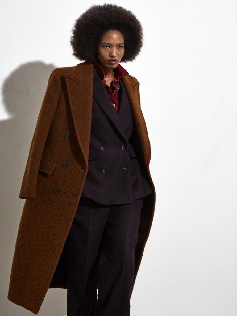 Modell från Stockholm fashion week. Hon bär kläder från BLK DNM