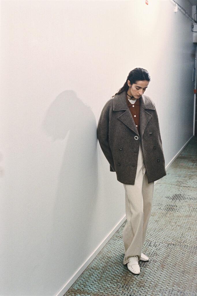 Modell från Stockholm Fashion week. Bär kläder från Hope.