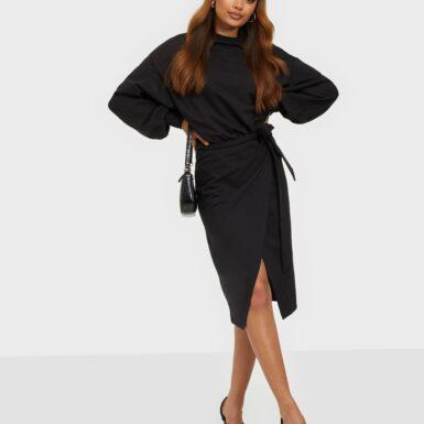NLY Trend Chunky Tie Sweat Dress Långärmade klänningar Svart