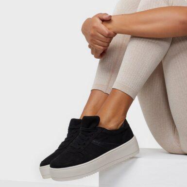 Duffy Faux Suede Platform Sneaker Low Top Svart